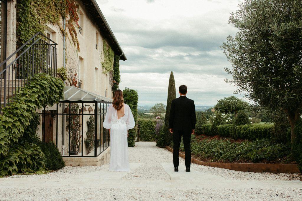 UTOPICLOVERS20200702 – EDITO Jeremie Sesanne Lajarveniere 8510 1024x683 - Un mariage élégant et végétal dans le Beaujolais