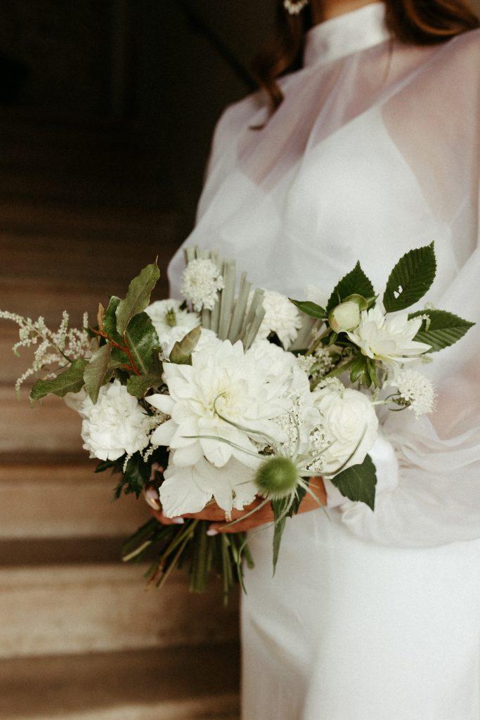 UTOPICLOVERS20200702 – EDITO Jérémie Sésanne Lajarveniere 8086 683x1024 - Un mariage élégant et végétal dans le Beaujolais