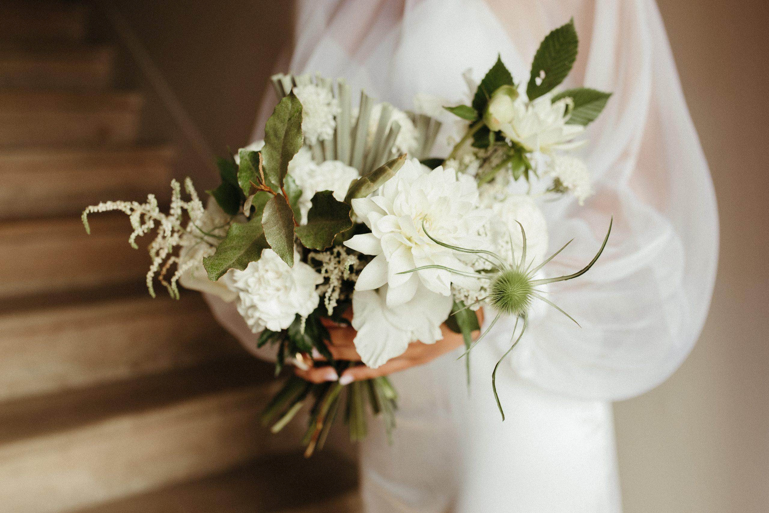 UTOPICLOVERS20200702 – EDITO Jérémie Sésanne Lajarveniere 8091 scaled - Un mariage élégant et végétal dans le Beaujolais