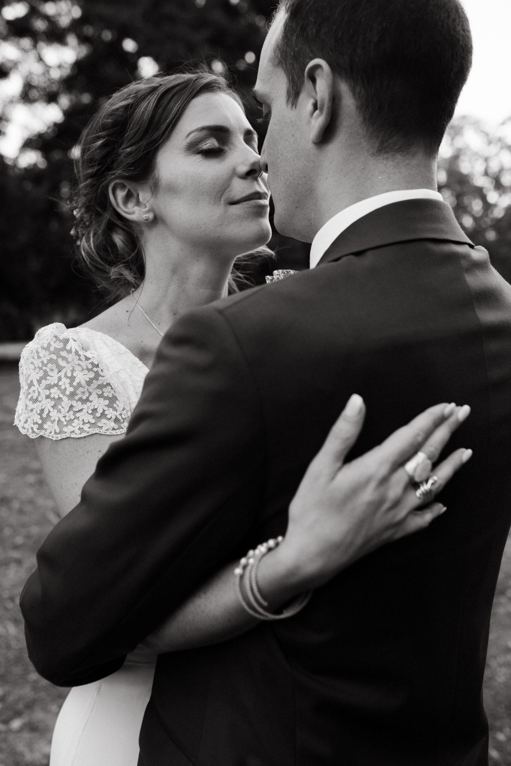 UTOPICLOVERS20200718 – MARIAGE Segolene Thomas 10360 2 scaled - Un mariage simple et joyeux au Manoir Tourieux dans le beaujolais.