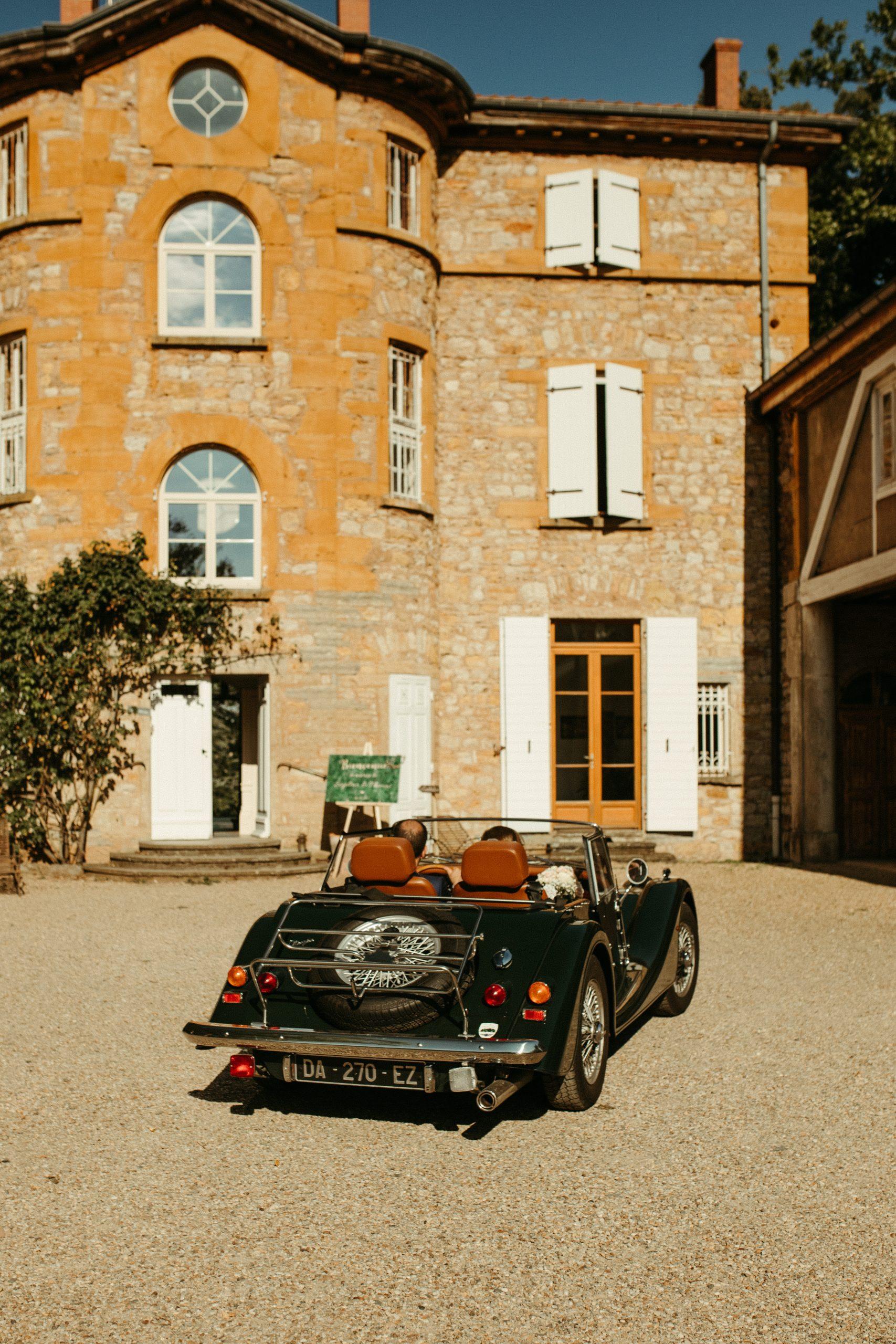 UTOPICLOVERS20200718 – MARIAGE Segolene Thomas 11287 scaled - Un mariage simple et joyeux au Manoir Tourieux dans le beaujolais.