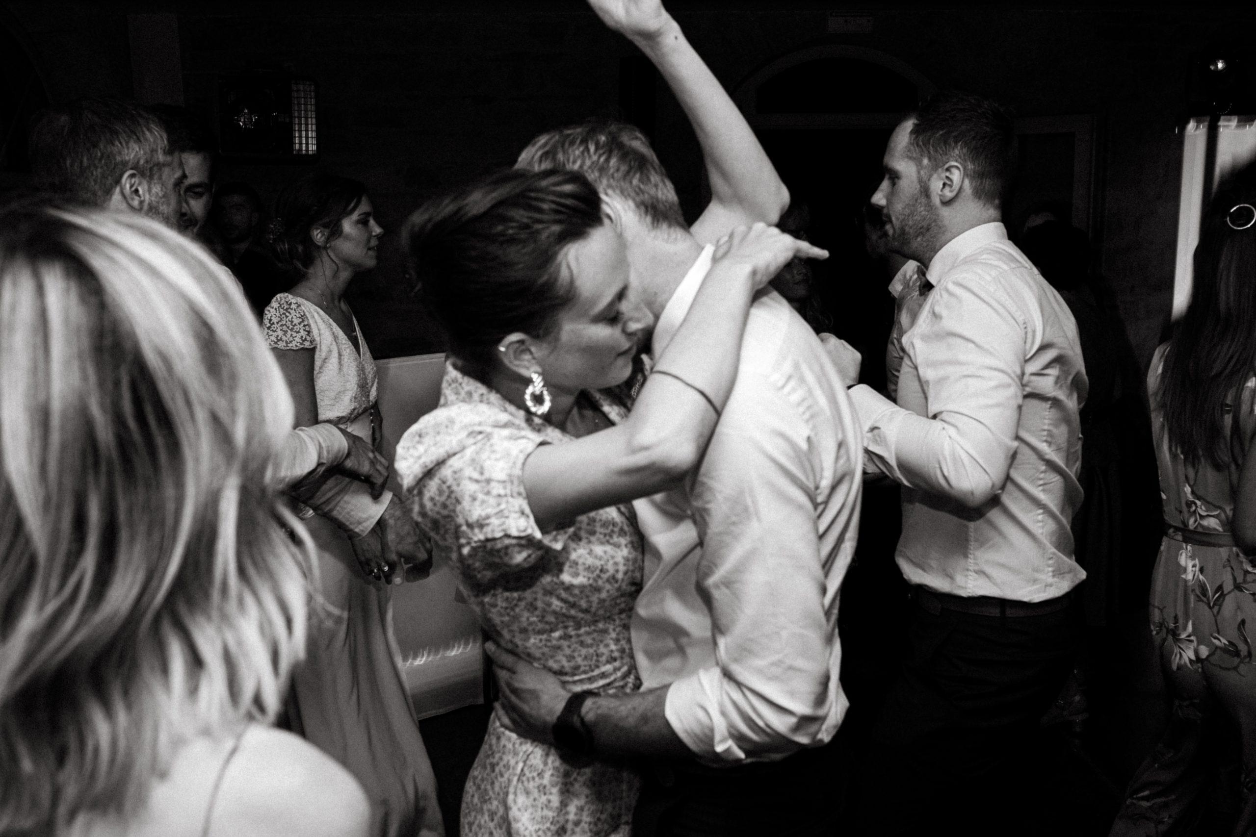 UTOPICLOVERS20200718 – MARIAGE Segolene Thomas 11891 scaled - Un mariage simple et joyeux au Manoir Tourieux dans le beaujolais.