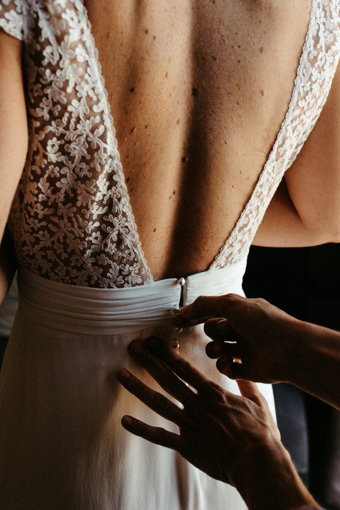UTOPICLOVERS20200718 – MARIAGE Segolene Thomas 9484 683x1024 - Un mariage simple et joyeux au Manoir Tourieux dans le beaujolais.