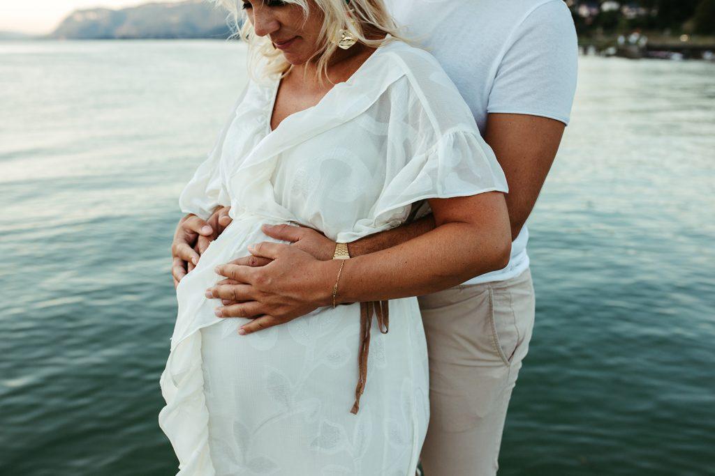 UTOPICLOVERS20200821 – MATERNITE MarArt 22382 1024x683 - Une séance maternité d'été  au lac du Bourget.