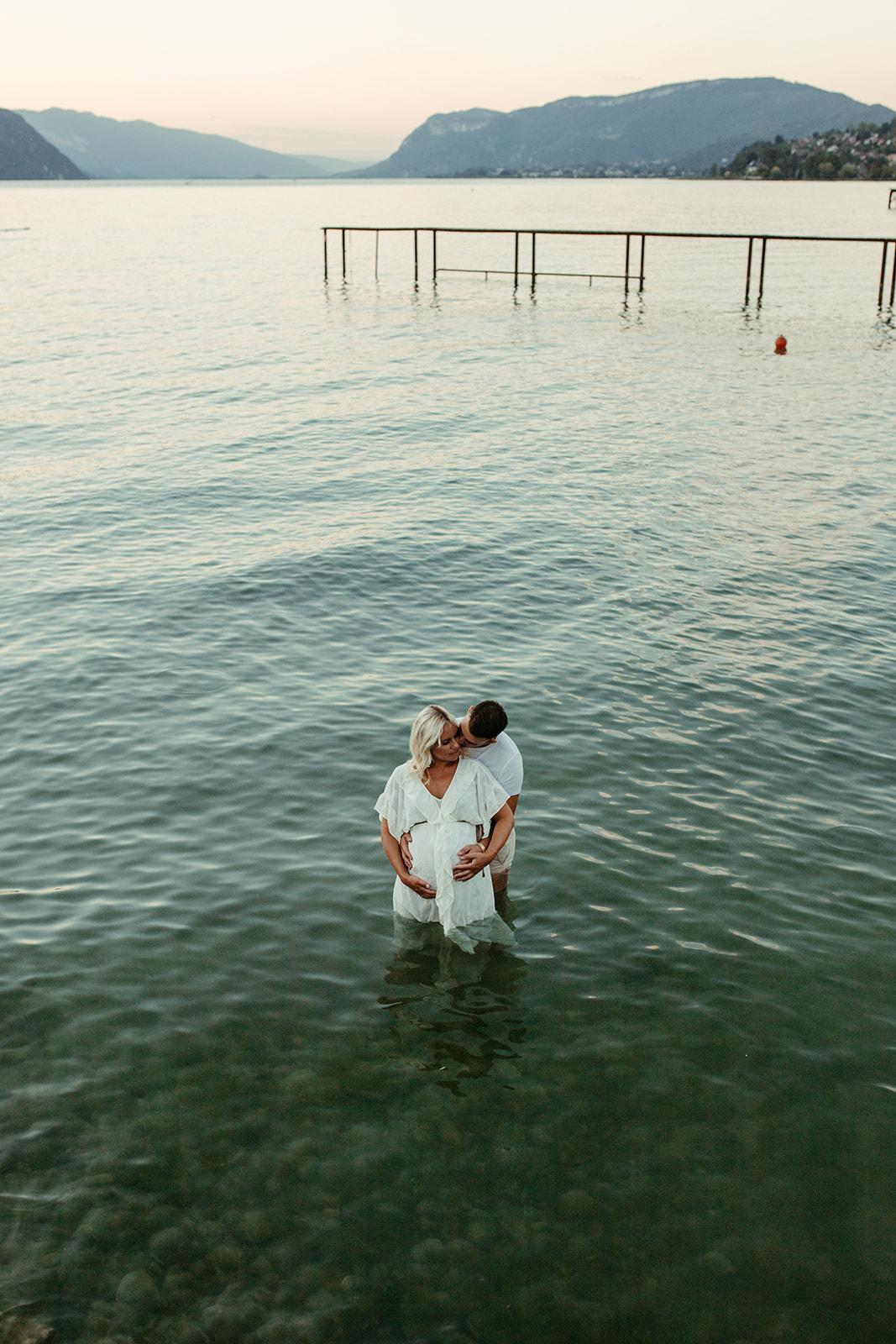 UTOPICLOVERS20200821 – MATERNITE MarArt 22571 - Une séance maternité d'été  au lac du Bourget.