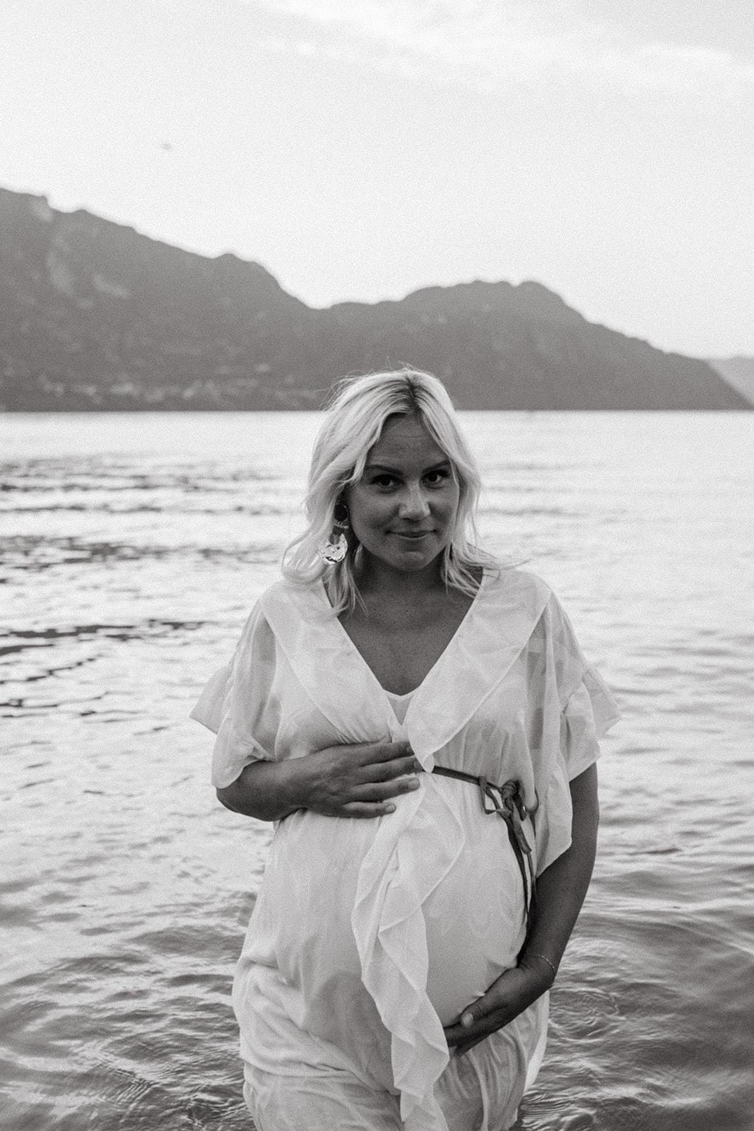 UTOPICLOVERS20200821 – MATERNITE MarArt 22639 - Une séance maternité d'été  au lac du Bourget.