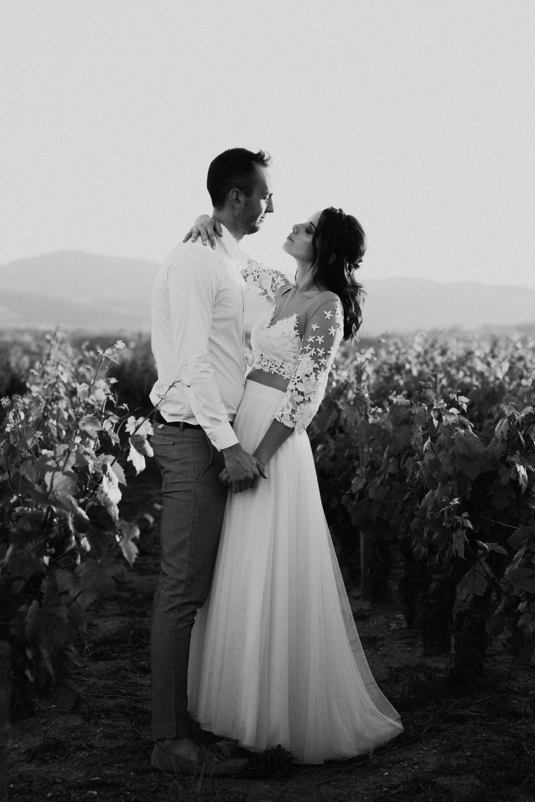 UtopicLovers film photo Mariage Elopement 2019 10 1 scaled - Une fugue amoureuse dans les champs de blé à 1h de Lyon.