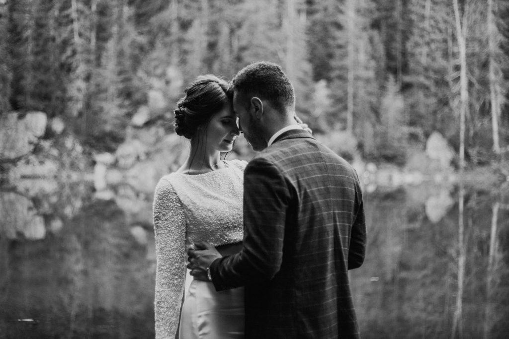 UtopicLovers film photo Mariage Elopement 2019 152 1 1024x683 - Un elopement entre lac émeraude et forêt de sapins à Chamonix.