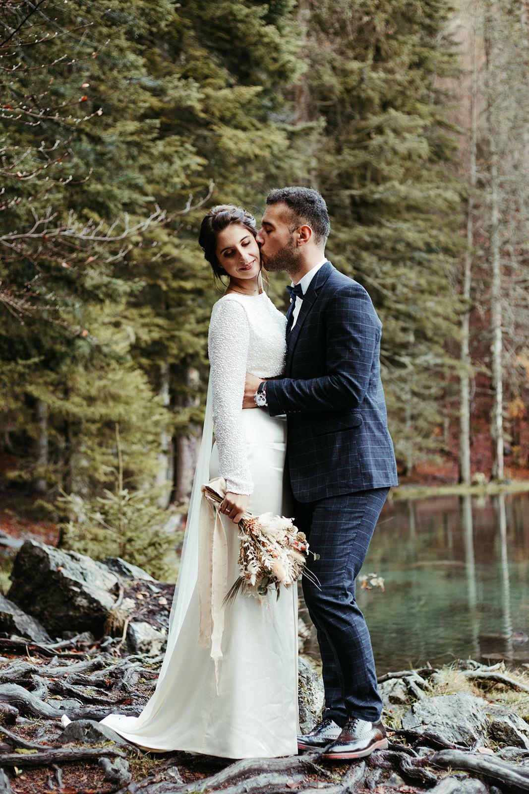 UtopicLovers film photo Mariage Elopement 2019 156 1 - Un elopement entre lac émeraude et forêt de sapins à Chamonix.