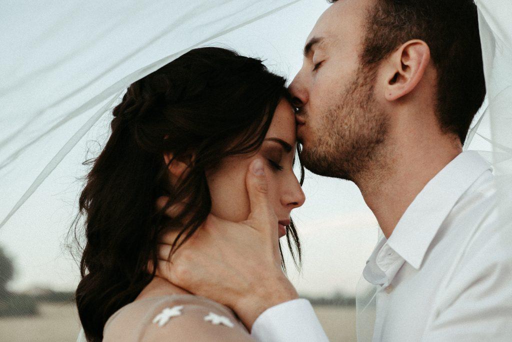 UtopicLovers film photo Mariage Elopement 2019 17 1 1024x683 - Une fugue amoureuse dans les champs de blé à 1h de Lyon.