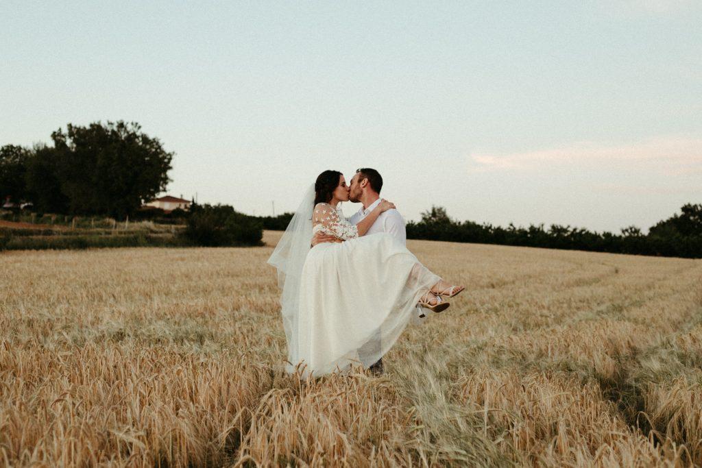 UtopicLovers film photo Mariage Elopement 2019 19 1 1024x683 - Une fugue amoureuse dans les champs de blé à 1h de Lyon.