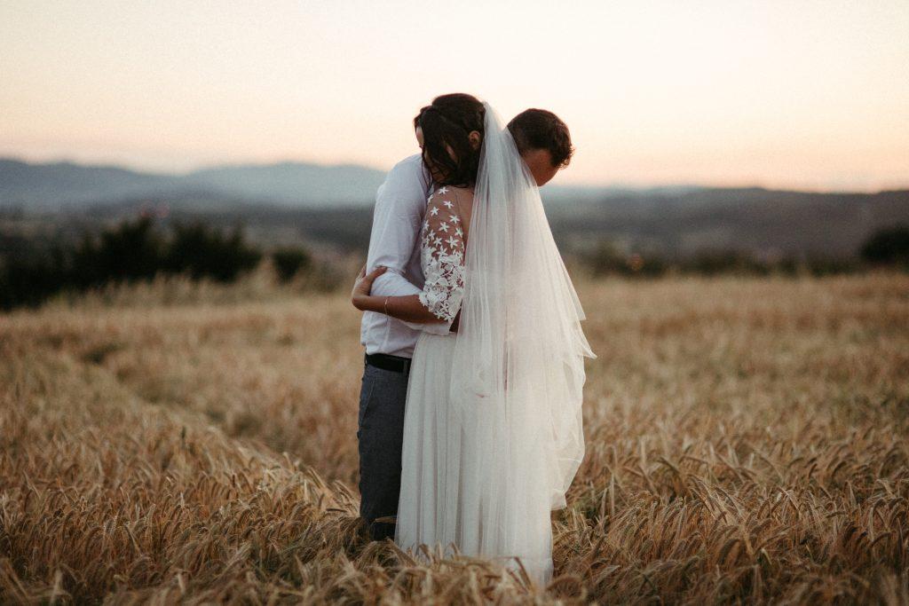 UtopicLovers film photo Mariage Elopement 2019 28 1 1024x683 - Une fugue amoureuse dans les champs de blé à 1h de Lyon.