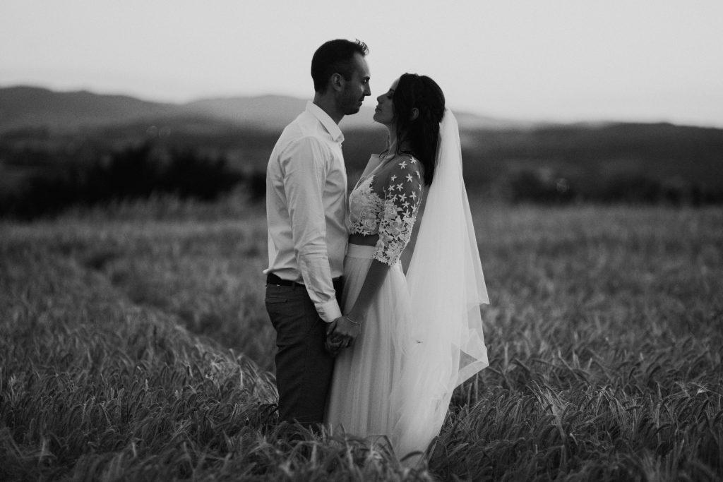 UtopicLovers film photo Mariage Elopement 2019 31 1 1024x683 - Une fugue amoureuse dans les champs de blé à 1h de Lyon.