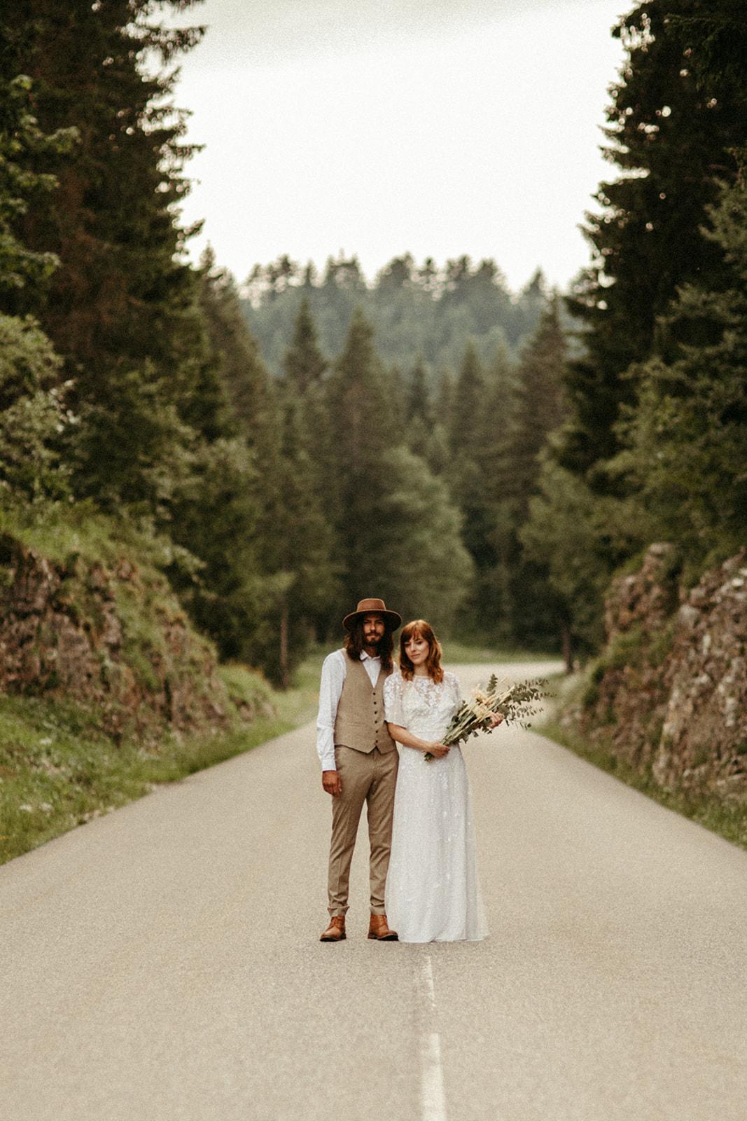 UtopicLovers film photo Mariage Elopement 2019 36 1 - Un elopement folk dans les Alpes françaises.