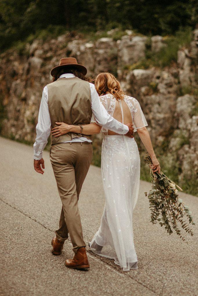 UtopicLovers film photo Mariage Elopement 2019 40 1 683x1024 - Un elopement folk dans les Alpes françaises.