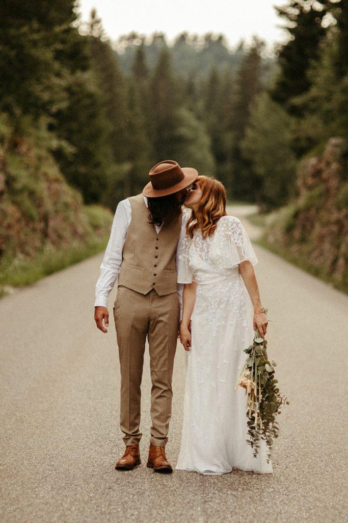UtopicLovers film photo Mariage Elopement 2019 41 1 683x1024 - Un elopement folk dans les Alpes françaises.