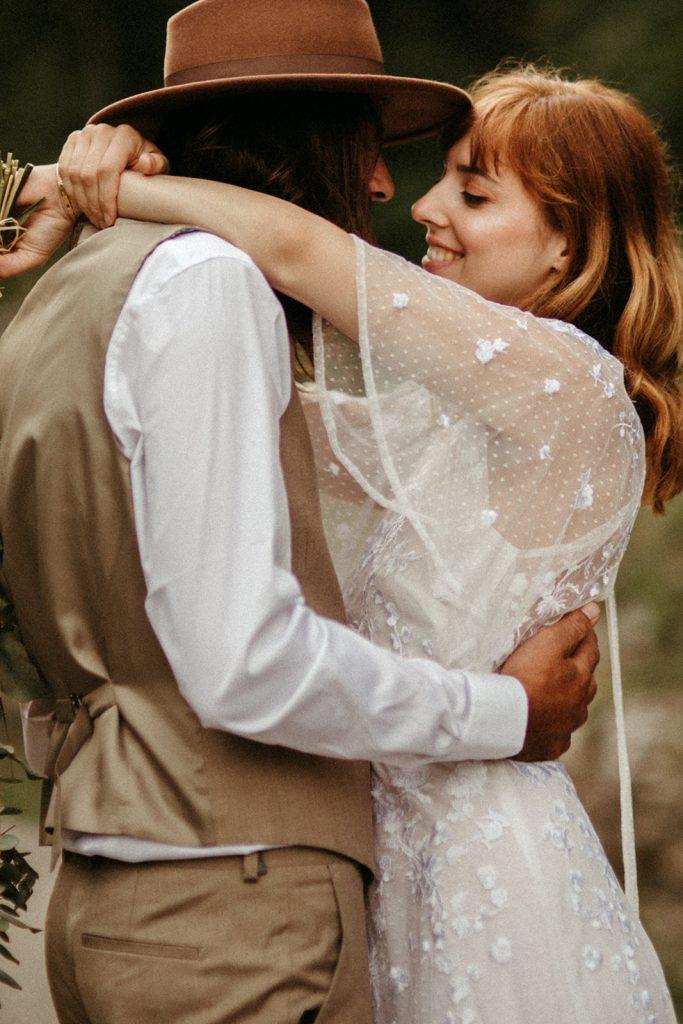 UtopicLovers film photo Mariage Elopement 2019 58 1 683x1024 - Un elopement folk dans les Alpes françaises.