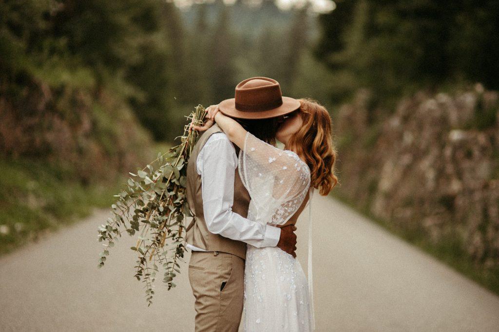 UtopicLovers film photo Mariage Elopement 2019 62 1 1024x683 - Un elopement folk dans les Alpes françaises.
