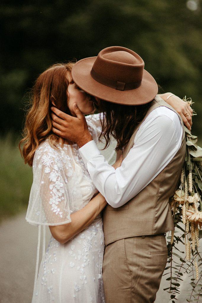 UtopicLovers film photo Mariage Elopement 2019 71 1 683x1024 - Un elopement folk dans les Alpes françaises.