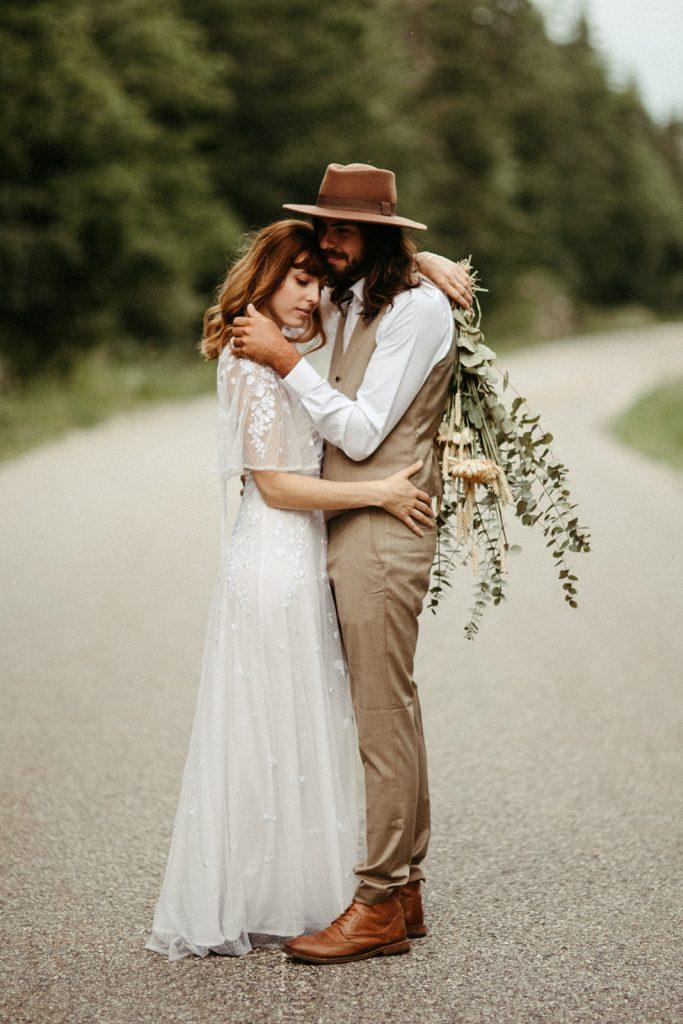 UtopicLovers film photo Mariage Elopement 2019 72 1 683x1024 - Un elopement folk dans les Alpes françaises.