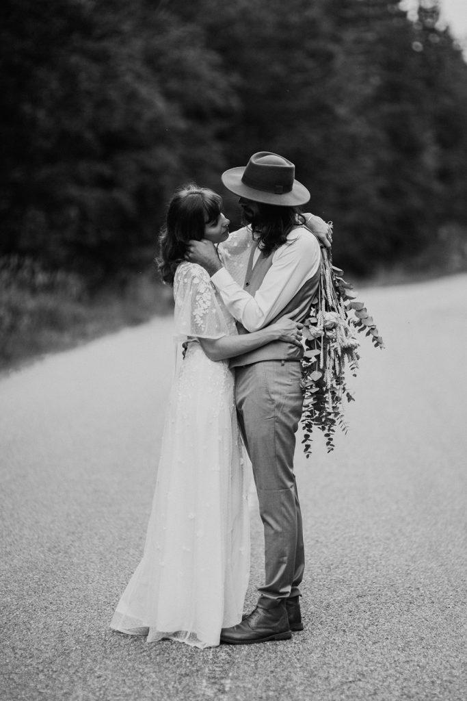 UtopicLovers film photo Mariage Elopement 2019 75 1 683x1024 - Un elopement folk dans les Alpes françaises.