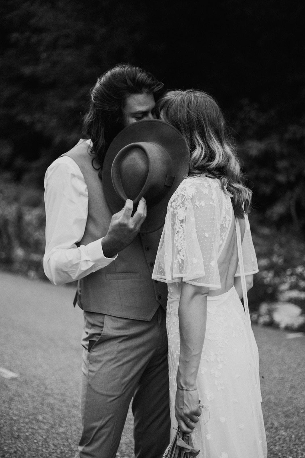 UtopicLovers film photo Mariage Elopement 2019 78 1 - Un elopement folk dans les Alpes françaises.